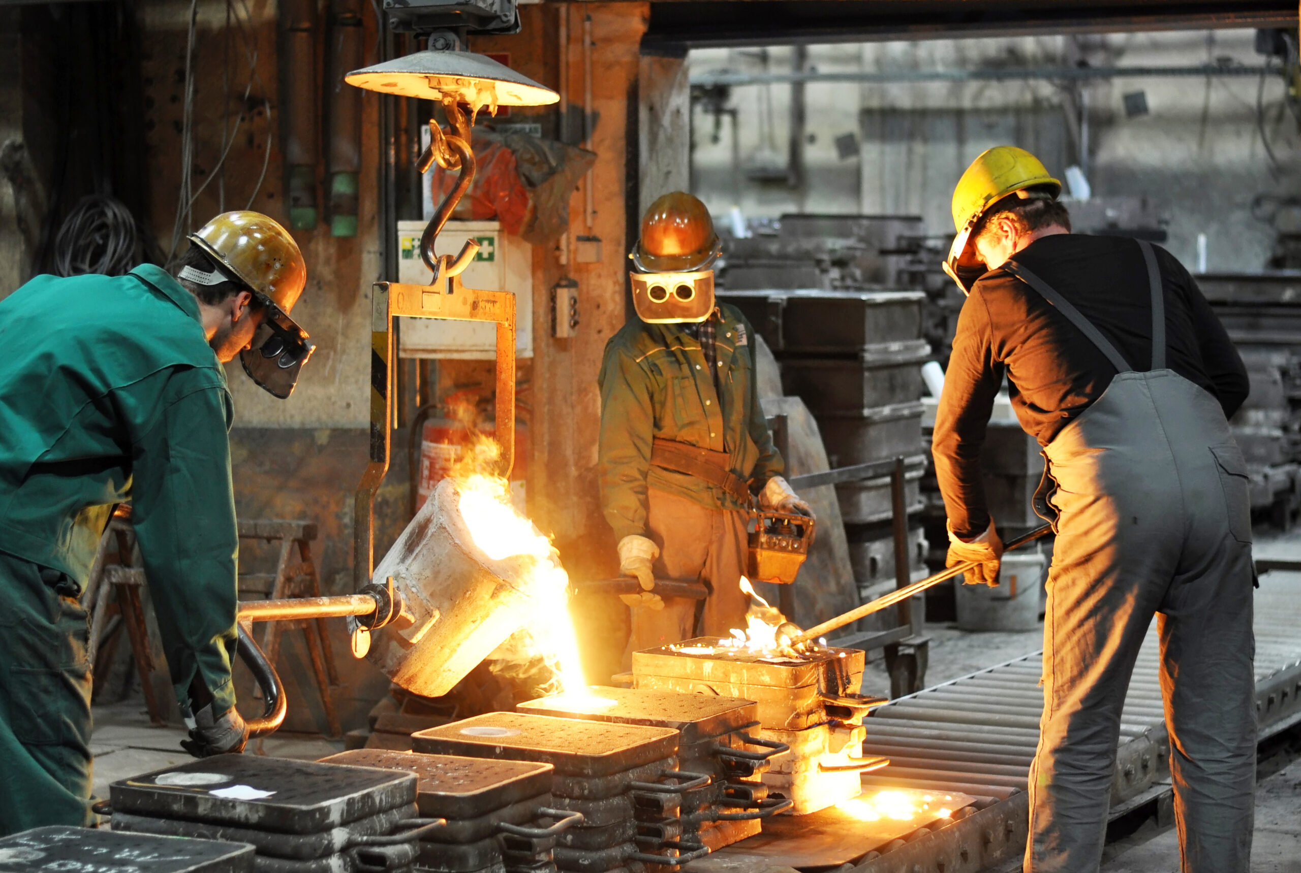Group,Of,Workers,In,A,Foundry,At,The,Melting,Furnace